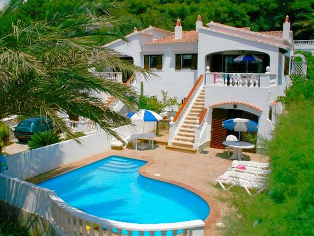 Villa with pool near the beach – Villa La Pau