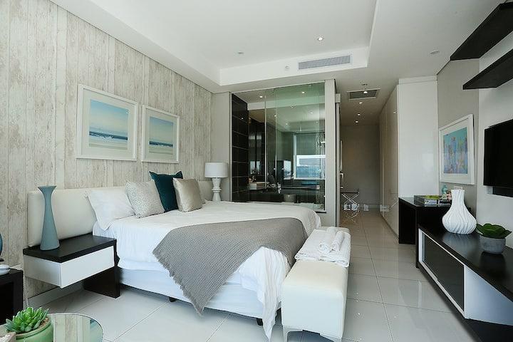 Sandton Skye Apartment #1306B