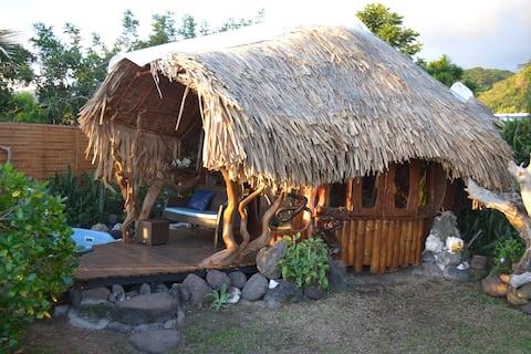 La maison d'artiste du bois au bord de la mer