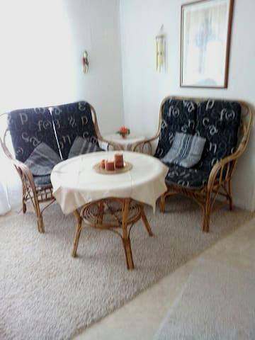 Sitz- und Essecke im Wohnzimmer