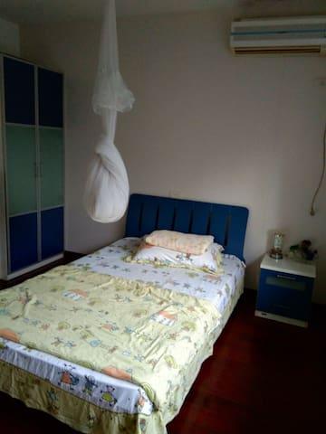 1~2跃层200平方套房二层次卧,单人房,洗喝森乐直饮水,独立卫生间,共用餐厅,厨房,洗衣房,客厅