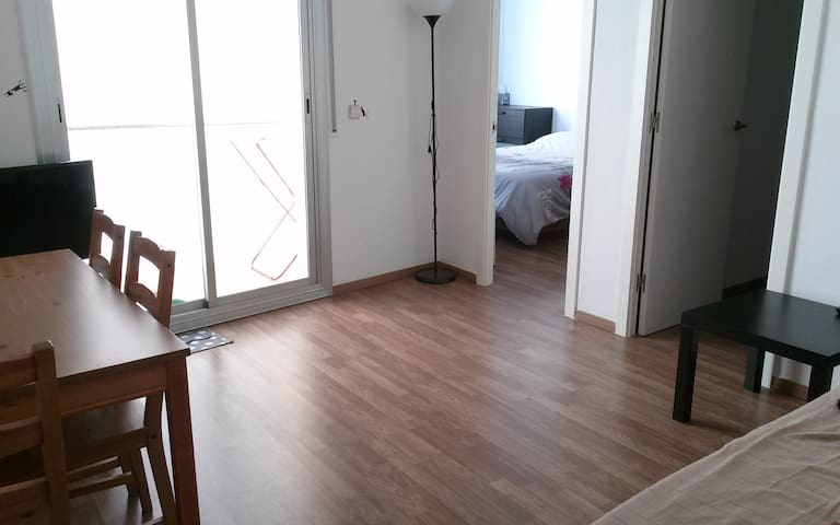 Renovated 2 bed room apartment near station - L'Hospitalet de Llobregat - Leilighet
