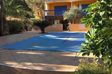 F3 tout confort, piscine, parking, climatise wifi