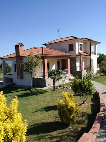 Villa with garden near Stavros beach, Halkidiki