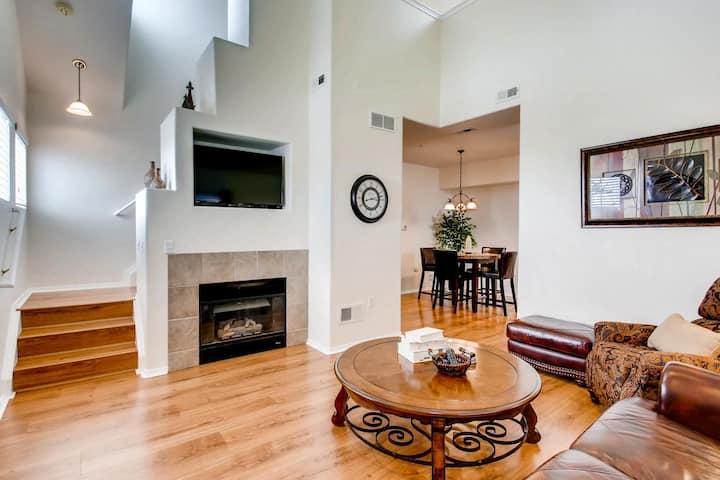 Centrally located 2 bedroom condo in Centennial