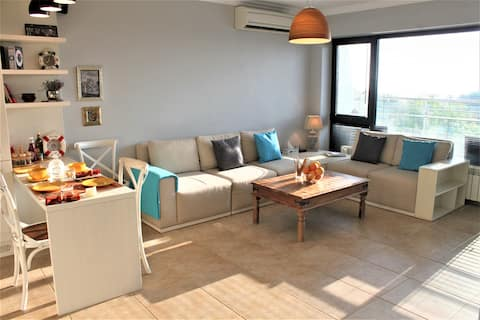 Seaview Terrace-luxury central apt 200m from beach
