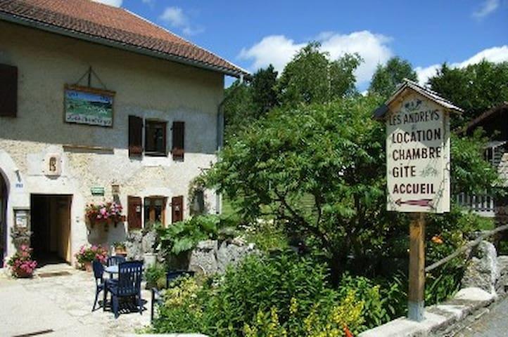 Chambre d'hôte-haut-jura, Le Fenaud, veille ferme! - Saint-Pierre - Bed & Breakfast