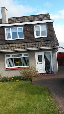 Comfortable double bedroom in semi detached house