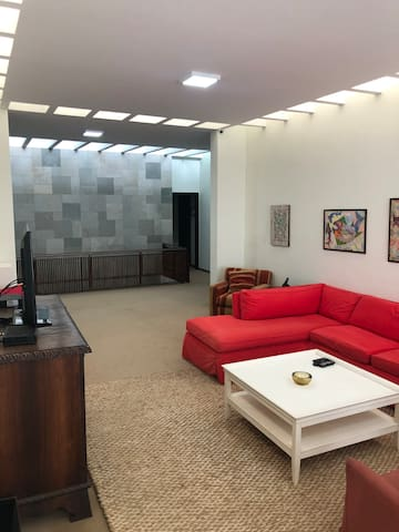 Sala de estar no andar superior (TV a cabo)