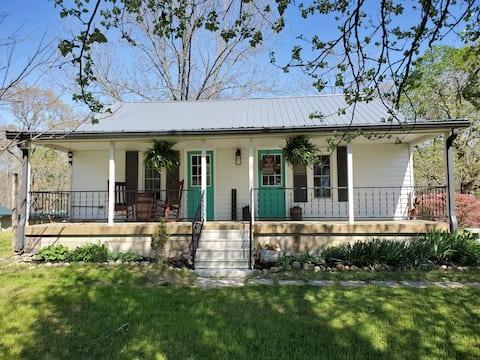 Grandmomma's Farmhouse (LBL) Kentucky Lake Area.