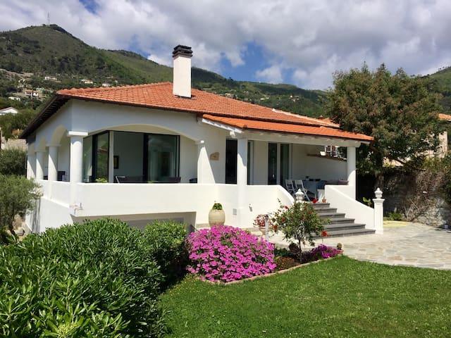 Traumhaus mit Traumblick - Alassio - Villa