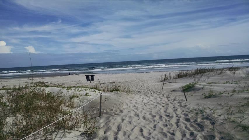 Disney, NASA, Fort, Beach Front!!!! - 코코아 비치(Cocoa Beach) - 아파트(콘도미니엄)