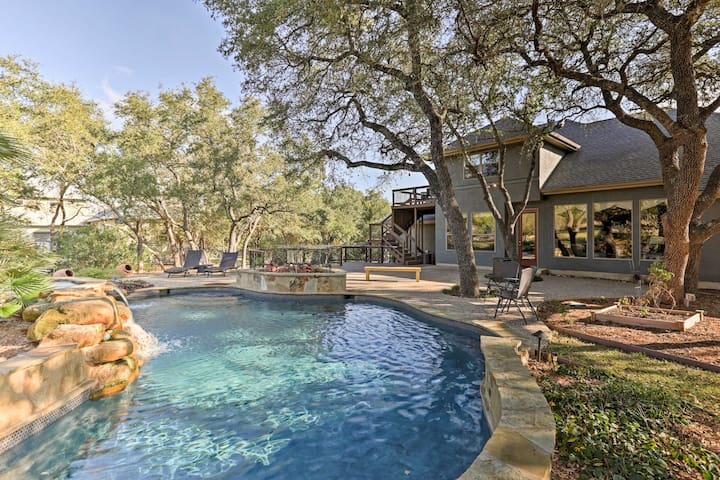 Luxe Spring Branch Home - Backyard Oasis & Grill!