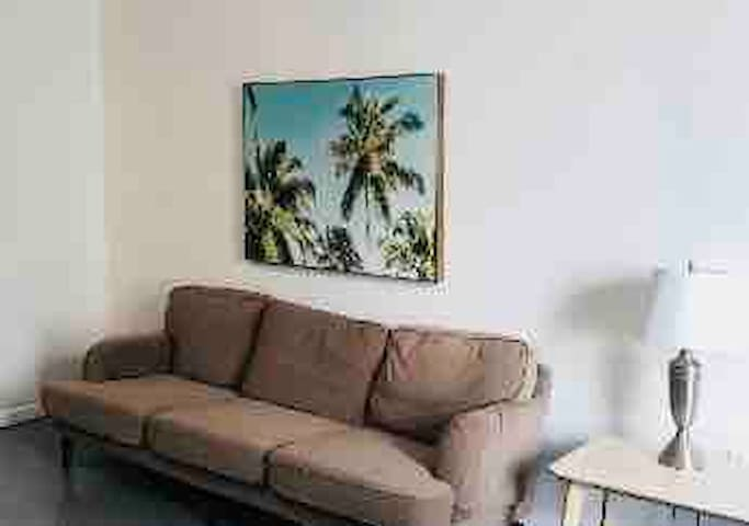 *RESORT STYLE BEAUTIFUL Miami condo !