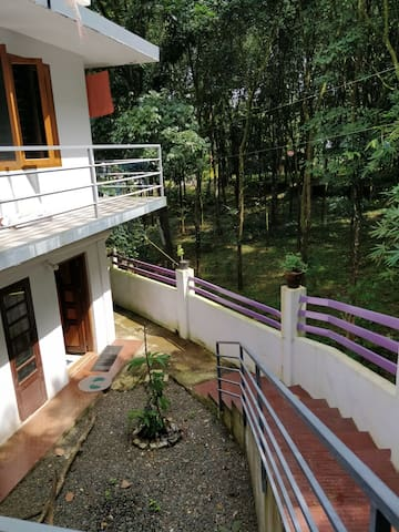 Peaceful and safe home stay.Munnar 3h Alleppey 2h