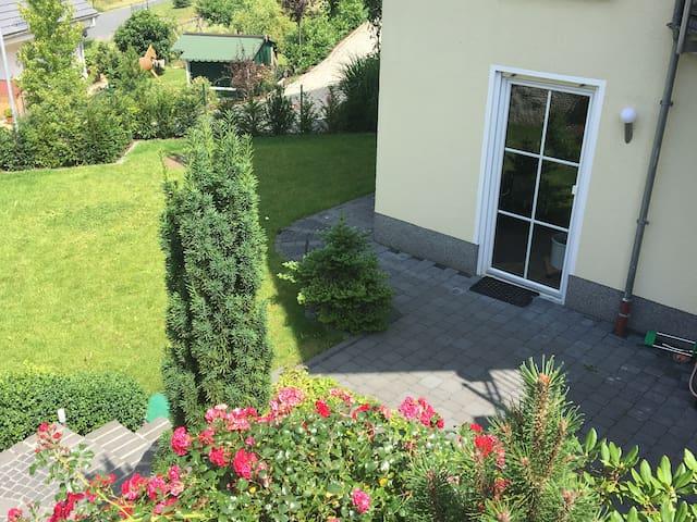 Garten im Sommer (Draufsicht)