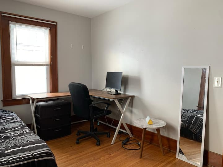 Spacious Private Room in a house near UofR, RIT
