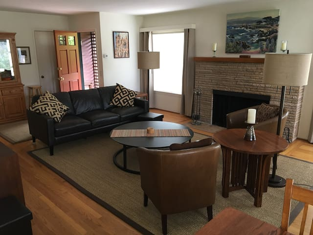 Wonderful Comfy location above Monterey Bay - Pacific Grove - Lejlighed