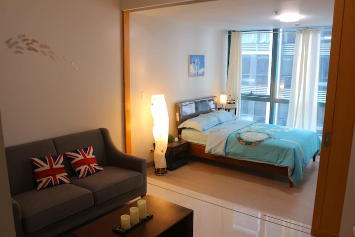 23 One uptown 1 BR fast wifi with parking(pay)