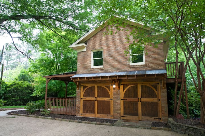 Charming Carriage House in Avondale