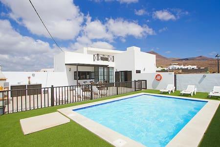 Villa Mariola