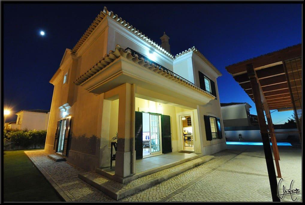 "Villa ""casa verde"" la nuit"