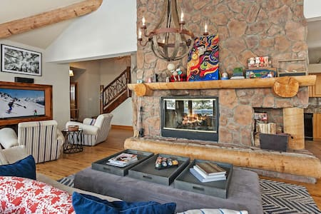Single Family Home above Donovan Park, Close to Slopes, Gorgeous Vail Valley Views! - Vail - Casa