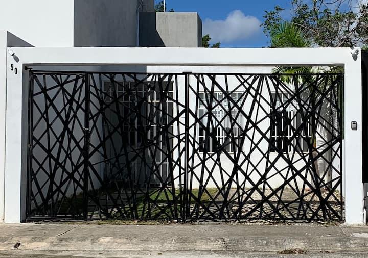Pequeña casa acogedora en el Caribe mexicano