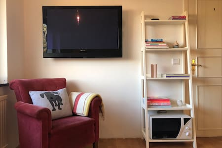 Big Room with all Amenities close to City Center!
