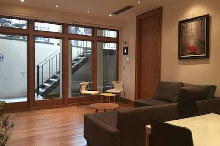 MODERN APARTMENT IN THE HEART OF CAMDEN  MARKET 15