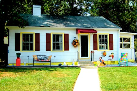 The Gypsy Cottage/Artistic, colorful, peaceful - Hendersonville