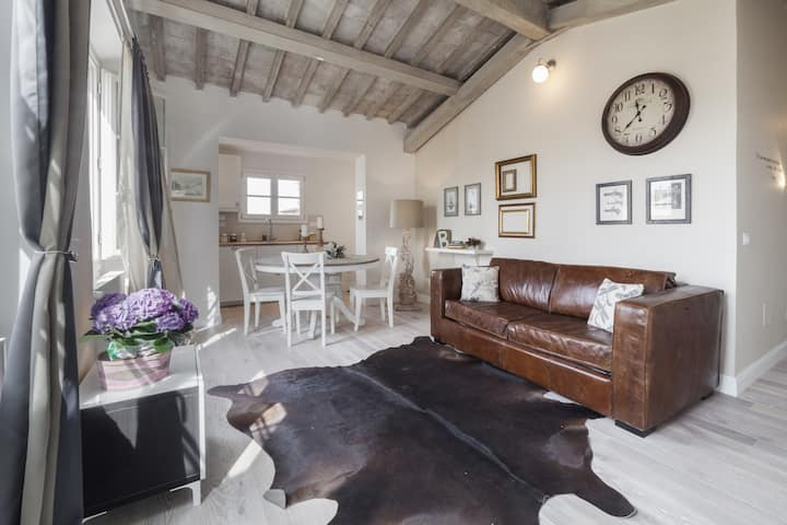 Top-floor flat close to Arno