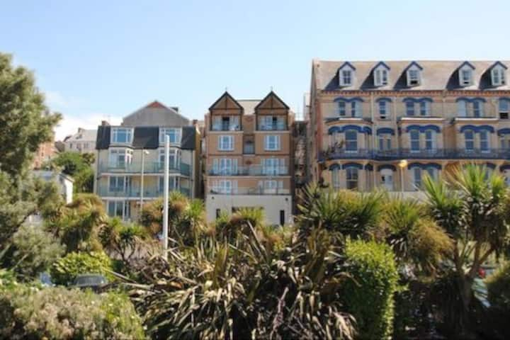 Fantastic Large Family  4 bedroomed Apartment.