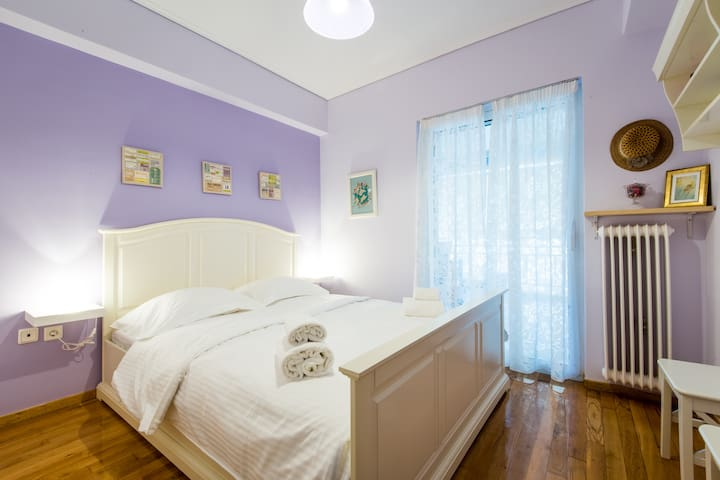 Cozy apartment with 2 bedrooms near the Metro - Athina - Daire