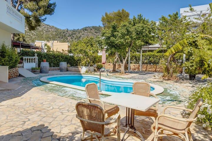 Ferienwohnung La Cabanya in Standnähe mit 1 Schlafzimmer, WLAN, Balkon, Terrasse und Gemeinschaftspool; Straßenparkplätze vorhanden