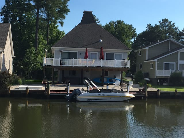 Waterfront~dogs ok~hot tub~sleeps 7 - Ocean Pines - Dům