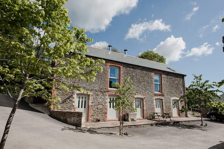 Charming Devon Barn - the Perfect Rural Escape!