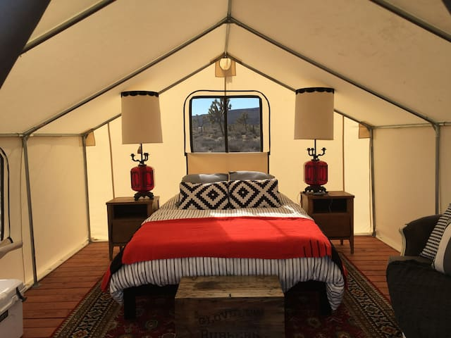 Glamping Tent at Lazy Sky-sleeps 2 - Yucca Valley