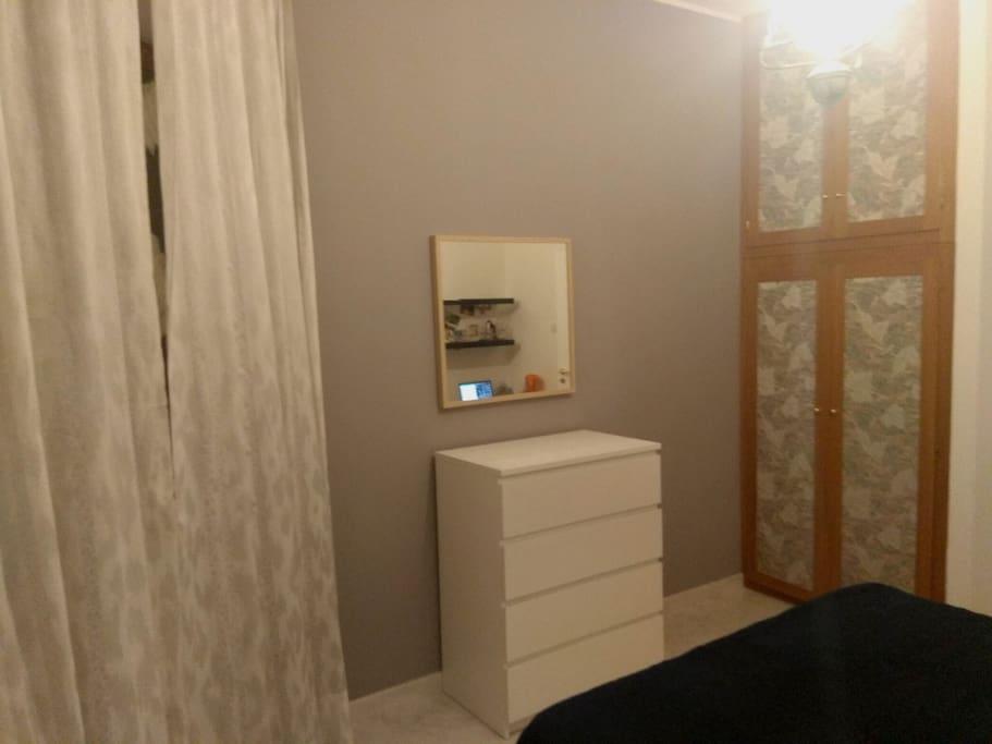 CAMERA 1 - Matrimoniale con 1/2 bagno (doccia/lavabo) privato, scrivania