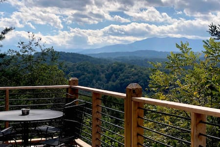 Spectacular MTN view!2 Bedroom 2 Bath with Hot Tub