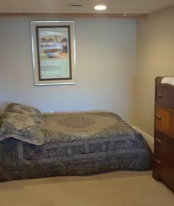 Clean guest suite in quiet neighborhood.
