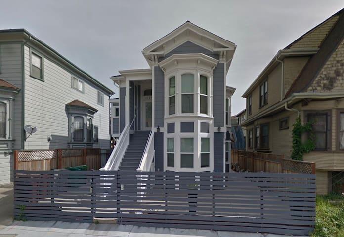 Oakland's Modern Victorian Gem
