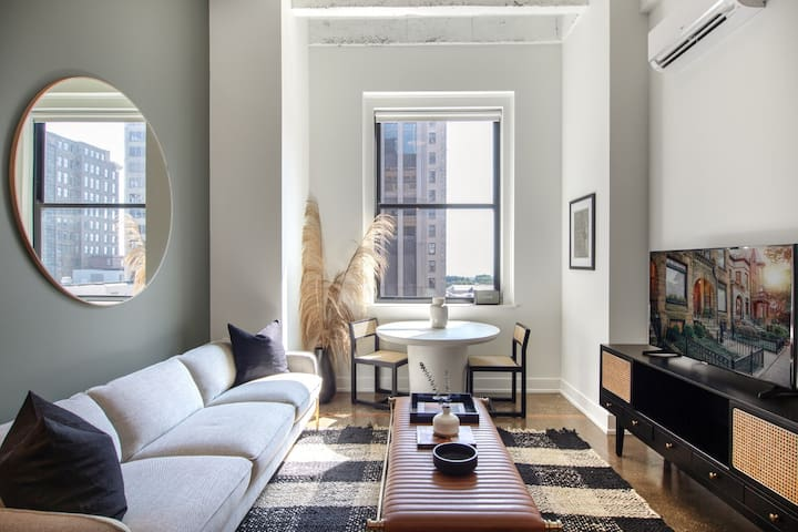 Homey Loop 1BR w/ Gym, W/D, near Mag Mile & Parks, by Blueground