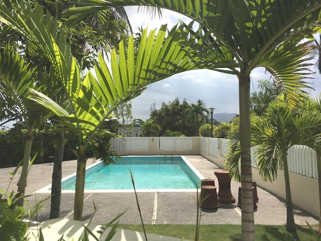 Melwood Chalet LuXury ~ 24 Hour Security w/Pool