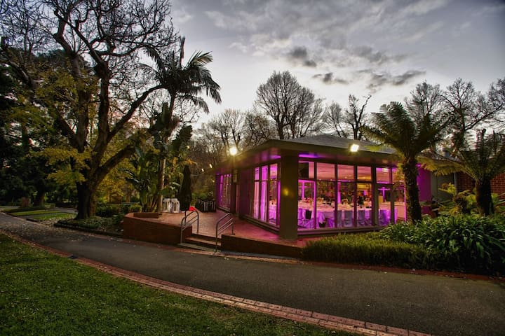 The Pavilion Cafe in Fitzroy Gardens