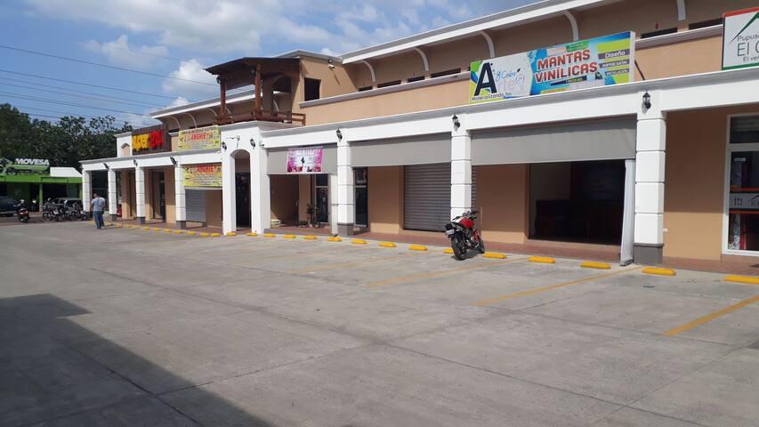 Apartamentos en comercial paseo del Rio, Rio dulce