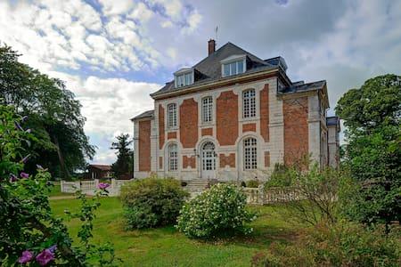 Chambre raffinée dans un château à la campagne - Beuzevillette