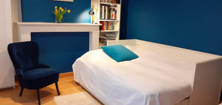 [NEW] Bedroom 3 mins. from Central Train Station