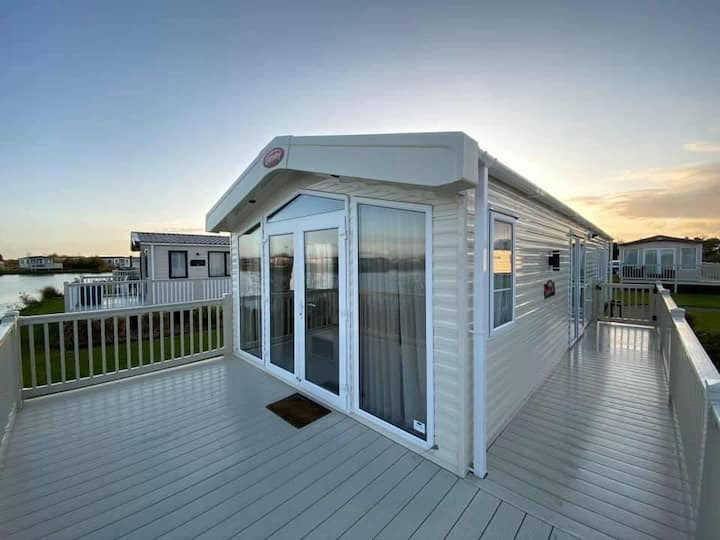 ⭐Luxury Lakefront Caravan⭐ Flookburgh ⭐ Sleeps 6⭐