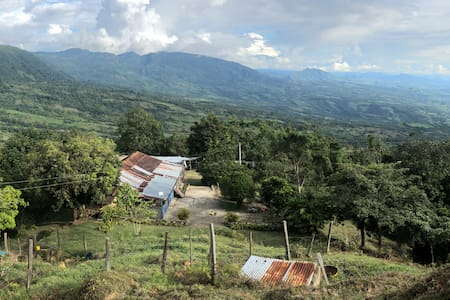 Finca rural en Melgar - Naturaleza - Básico